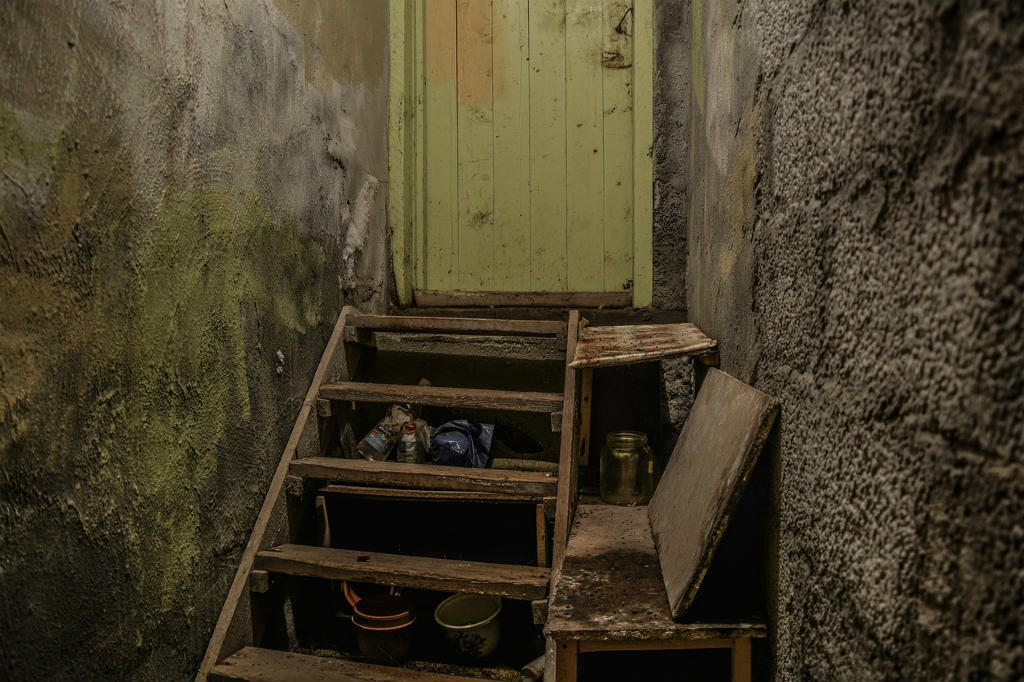 ulaz u zgradu dječjeg kampa